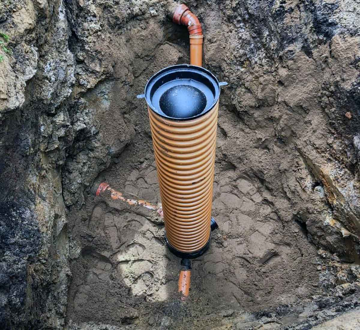 KASVI Kloakservice - Nedgravning af kloakbrønd