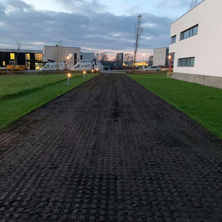Sæsonklargoring af vej på græsarmering